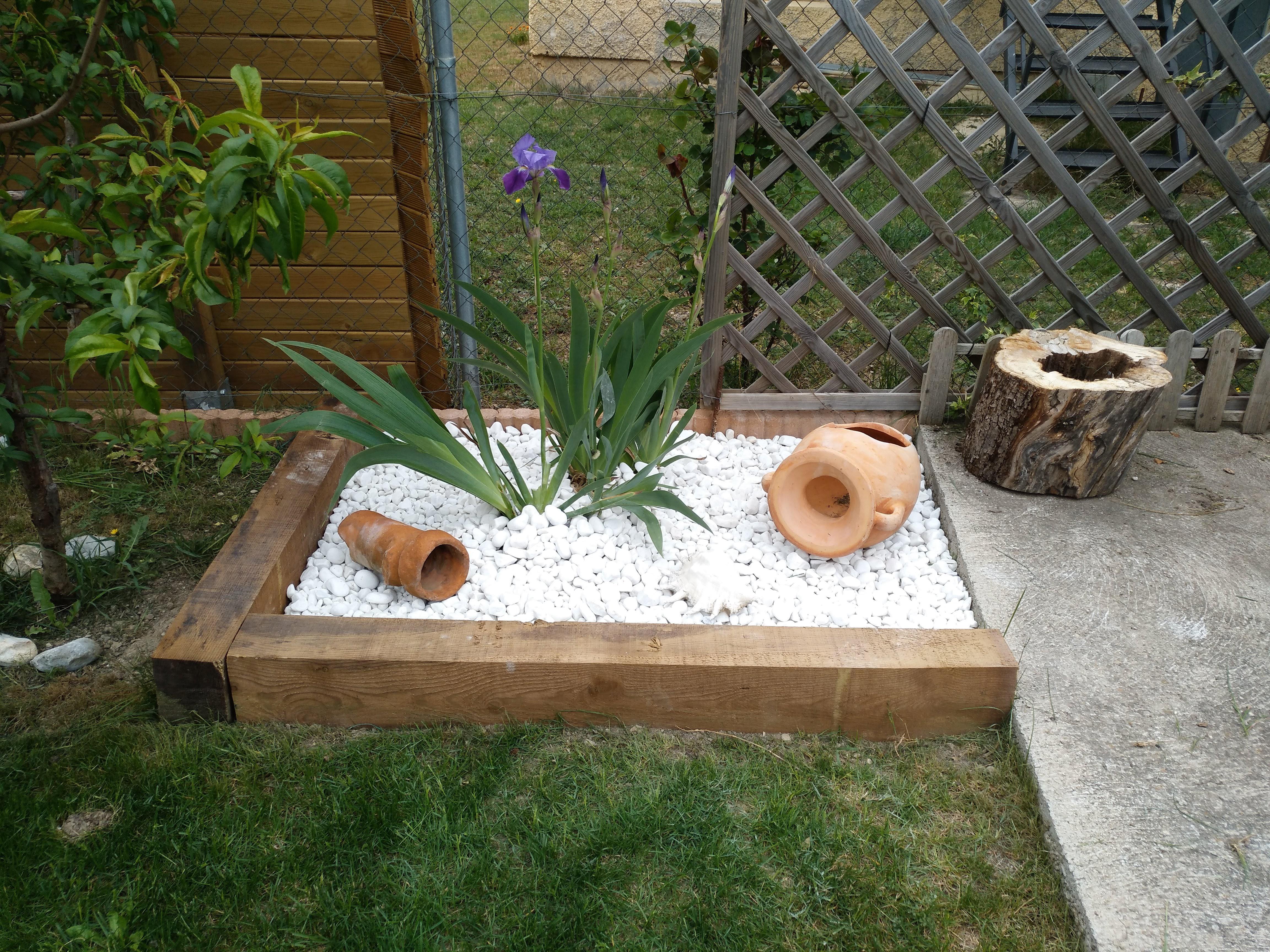 Mantenimiento de jardines y colocación de césped artficial.